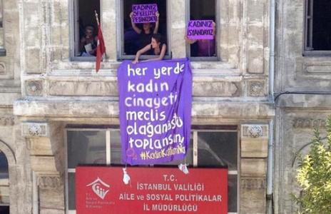 'Kadınız isyandayız!'