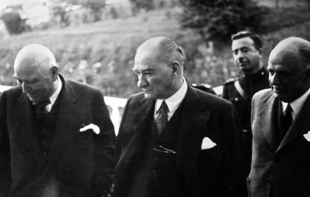 Atatürk Sesleniyor