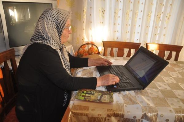 Hatay'ın Dörtyol ilçesinde yaşayan 11 çocuk annesi ev hanımı Hatice Yakut, küçük yaşta evlendirilen kızların yaşadıklarını 50 yıl sonra yazdığı romanda anlattı. ( Ahmet Özel - Anadolu Ajansı )