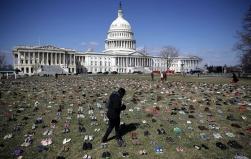 Beyaz Saray'da 7 bin çift ayakkabı ile protesto