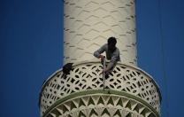 Pompalı tüfekle minareye çıktı