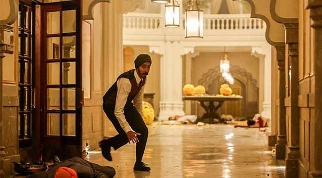 Hotel Mumbai: Çıplak ayaklı prens