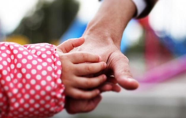 Türkiye'de 6 bin 860 çocuk koruyucu ailenin yanında