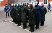 Tecavüzcüsünü öldüren Rus kadınlar artık hapis cezası almayacak