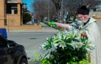 ABD'li papazdan 'su tabancalı' sosyal mesafe çözümü
