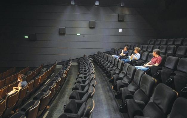 Sinema geriliyor tiyatro yükseliyor