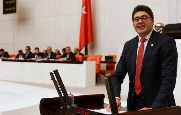 Meclis kürsüsünden şiddete tepki gösterdi